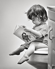 girl-on-toilet-reading